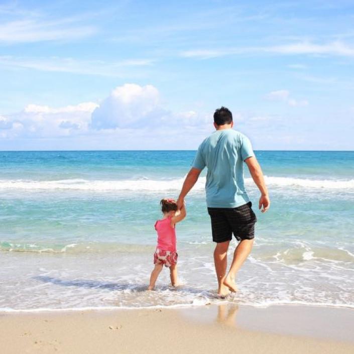 padre_figlia_spiaggia